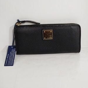 dooney &Bourke black  leather zip around wallet